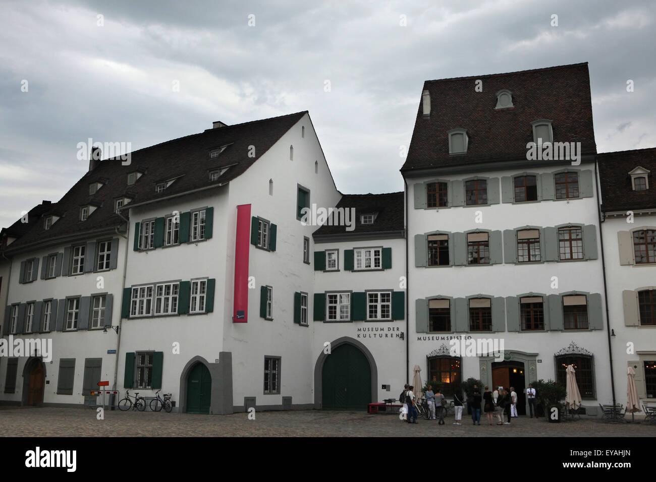 Museum der Kulturen (Museo de las culturas) en Münsterplatz en Basilea, Suiza. Imagen De Stock