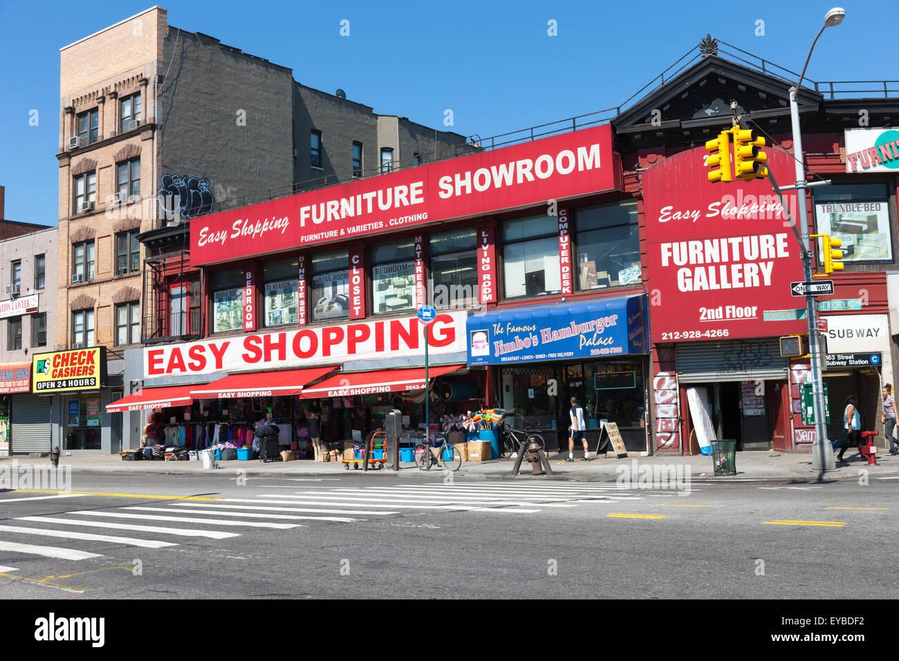 La facilidad de compra tienda de muebles en la sección de Washington Heights de la ciudad de Nueva York. Foto de stock