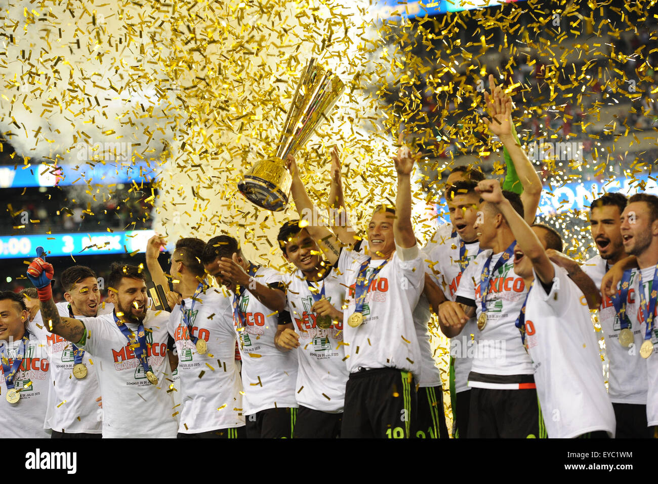 Filadelfia, Pensilvania, Estados Unidos. 26 de julio de 2015. Team México celebra su Copa de Oro CONCACAF 2015 Imagen De Stock