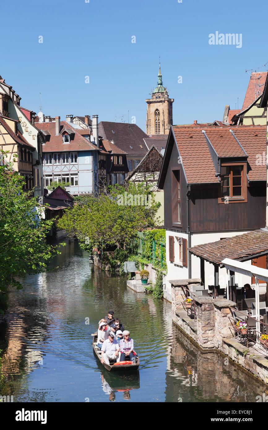 Viaje en barco por el río Lanzamiento, Little Venice, Distrito de Colmar, Alsacia, Francia Imagen De Stock
