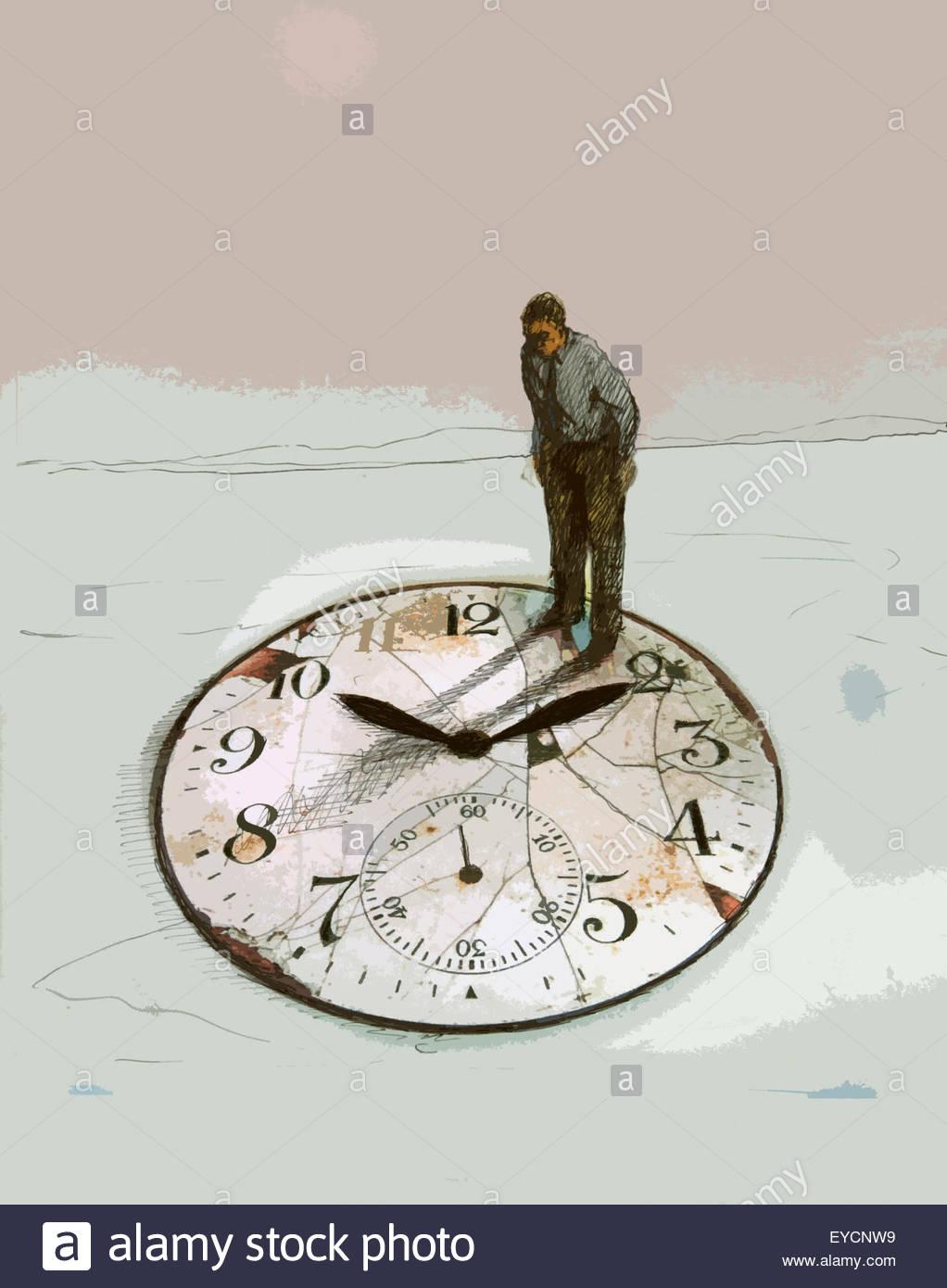 Empresario senior de pie en la parte superior de gran reloj desmorona Imagen De Stock