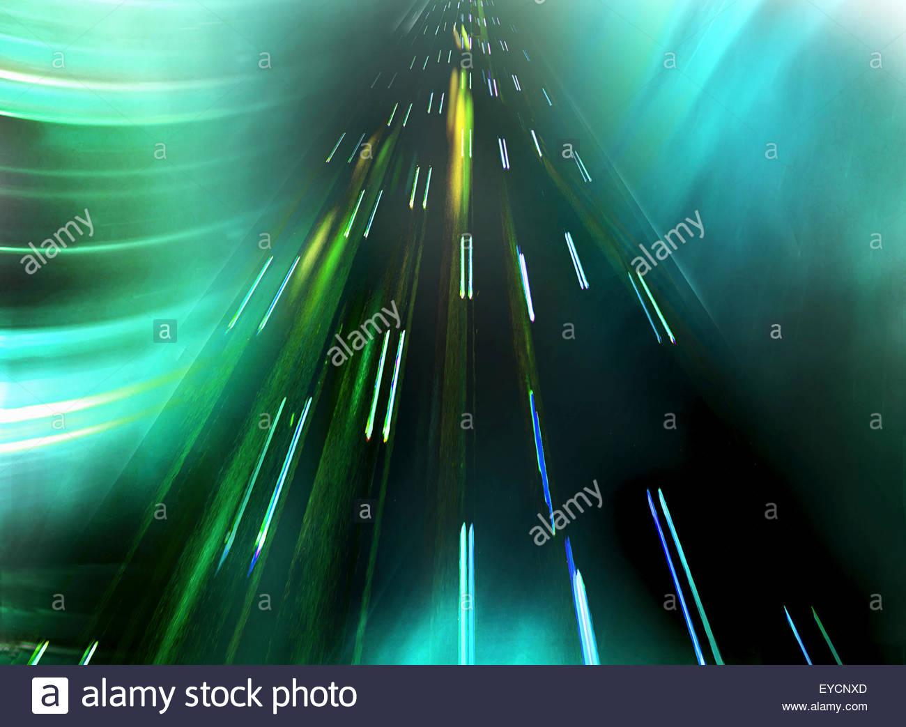 Patrón abstracto de estelas de luz moviéndose hacia arriba Imagen De Stock
