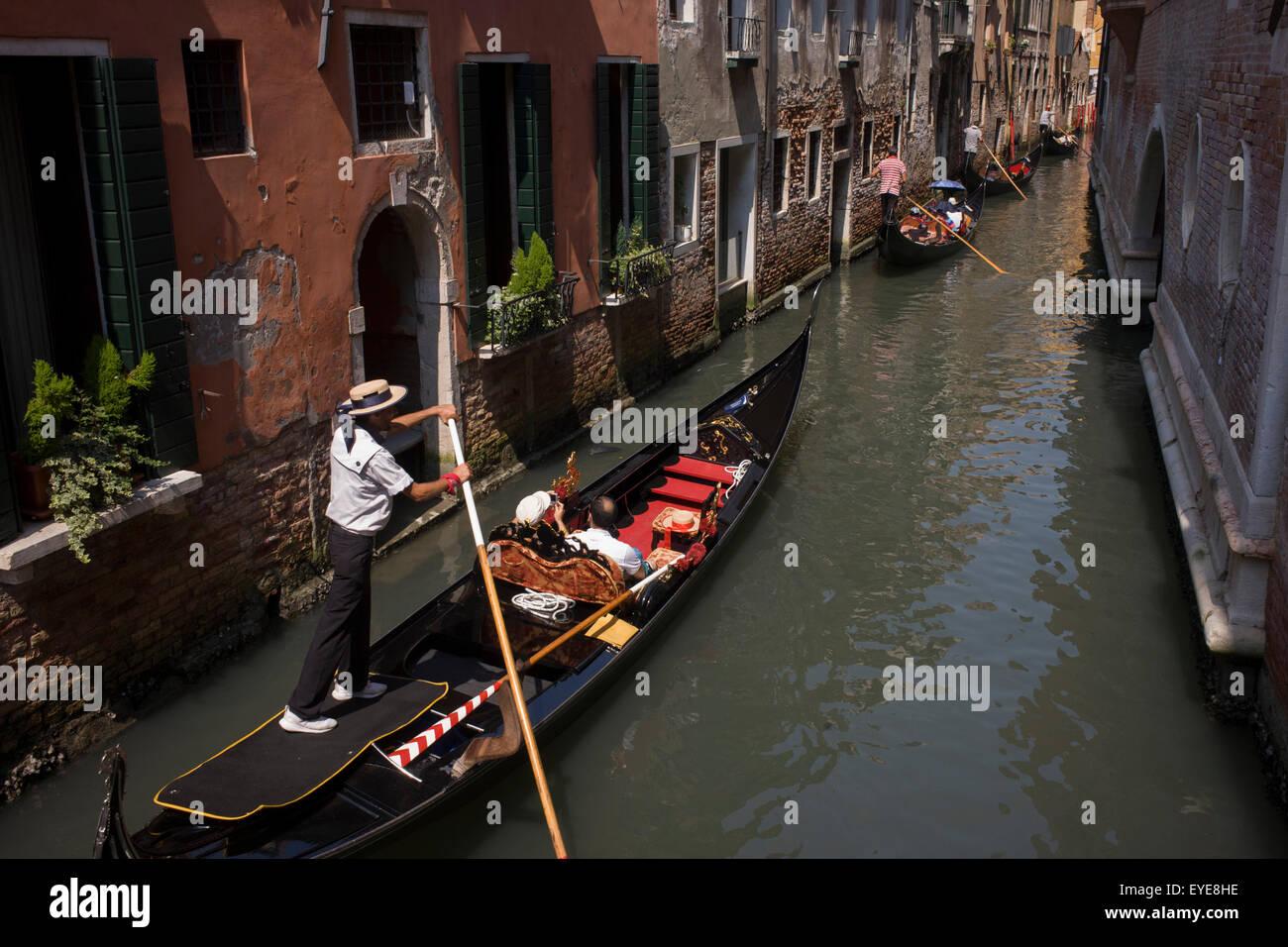 Venice Straw Boater Gondola Imágenes De Stock   Venice Straw Boater ... 59d973b0f21
