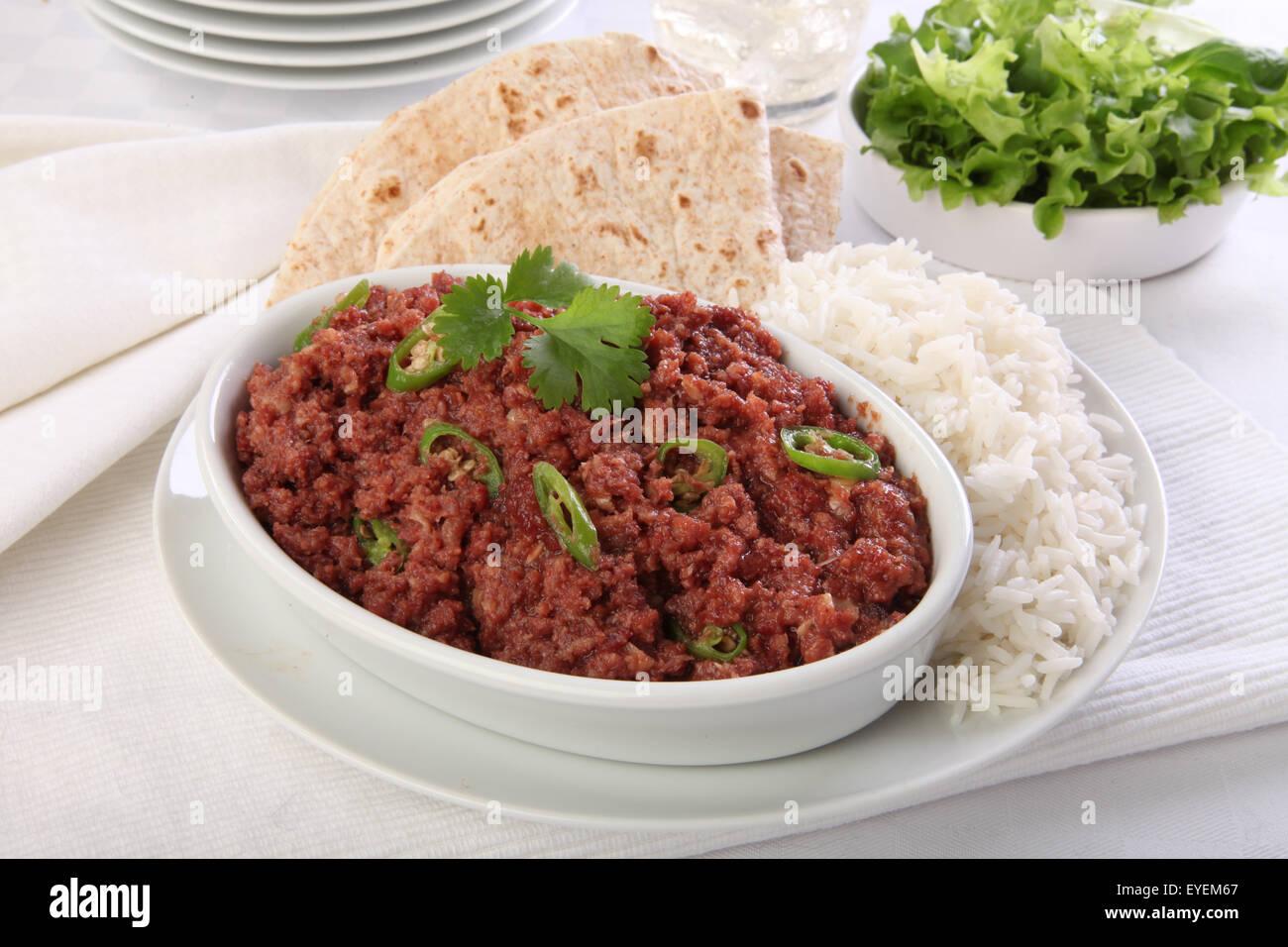 CORNED Cordero cocer al horno con arroz y el chapati Imagen De Stock