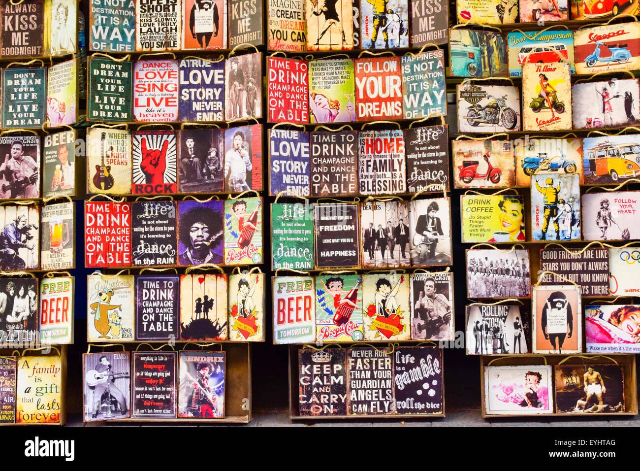 Carteles Motivacionales En Filas Foto Imagen De Stock