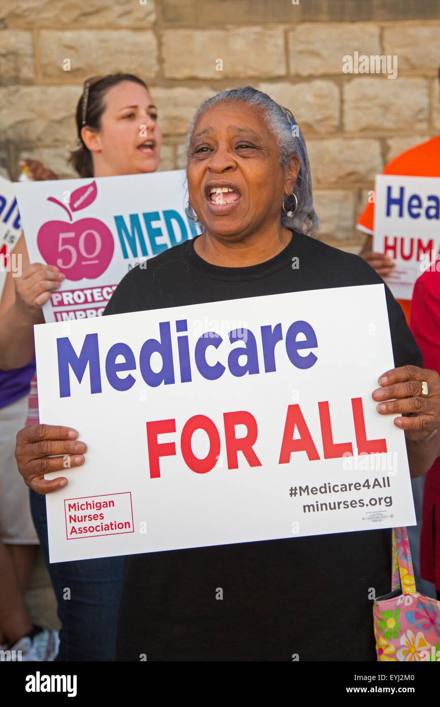 Detroit, Michigan, Estados Unidos. El 30 de julio de 2015. Enfermeras, miembros del sindicato, y los jubilados rally Imagen De Stock