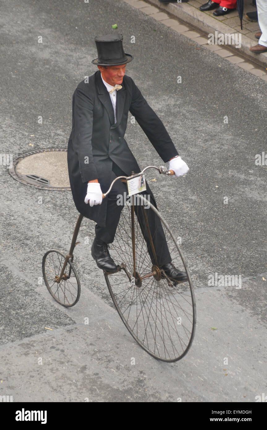 Kerwaumzug, Fürth, bicicleta de rueda alta, Michaelis justo, Imagen De Stock