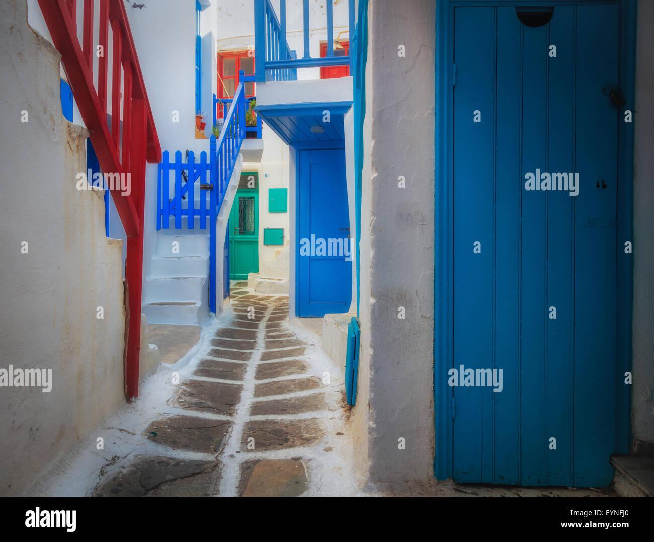 Las calles de la ciudad de Mykonos en la isla griega de Mykonos. Imagen De Stock