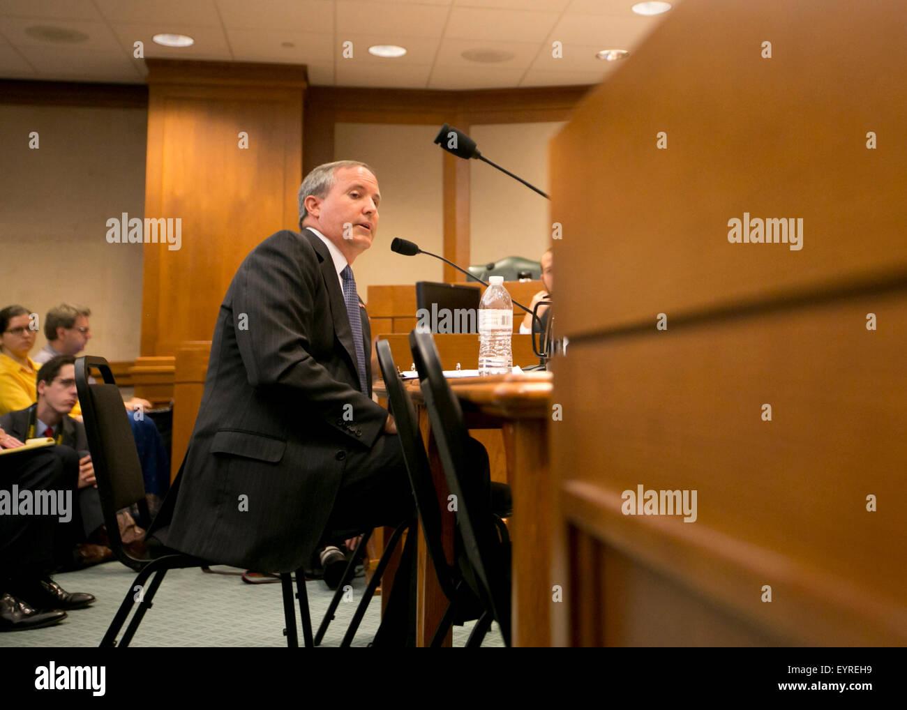 El Procurador General de Texas Ken Paxton testifica delante del Comité Senatorial de Salud y Servicios Humanos Foto de stock