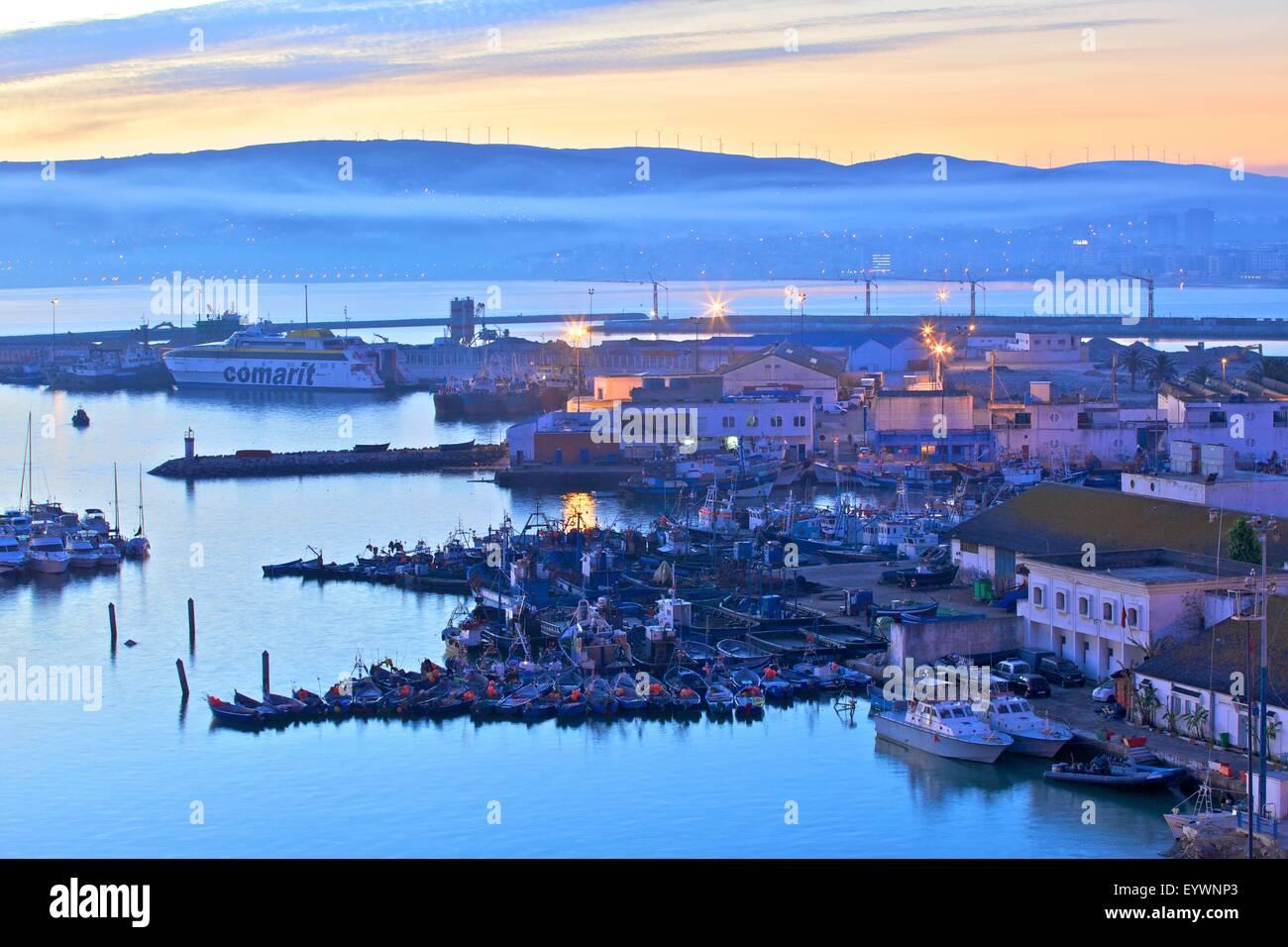 El puerto al amanecer, Tánger, Marruecos, Norte de África, África Imagen De Stock