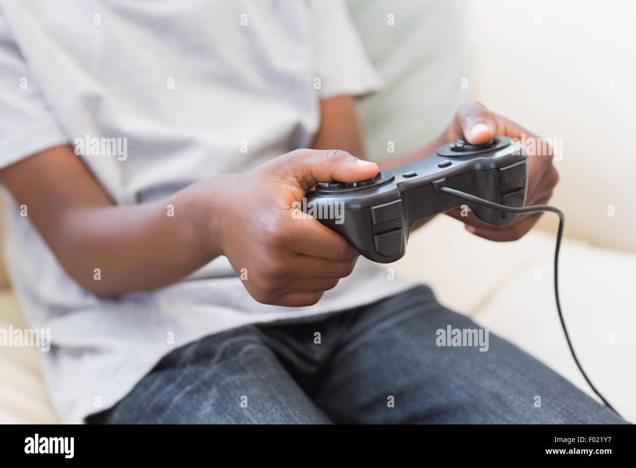 Niñito jugando juegos de video Imagen De Stock