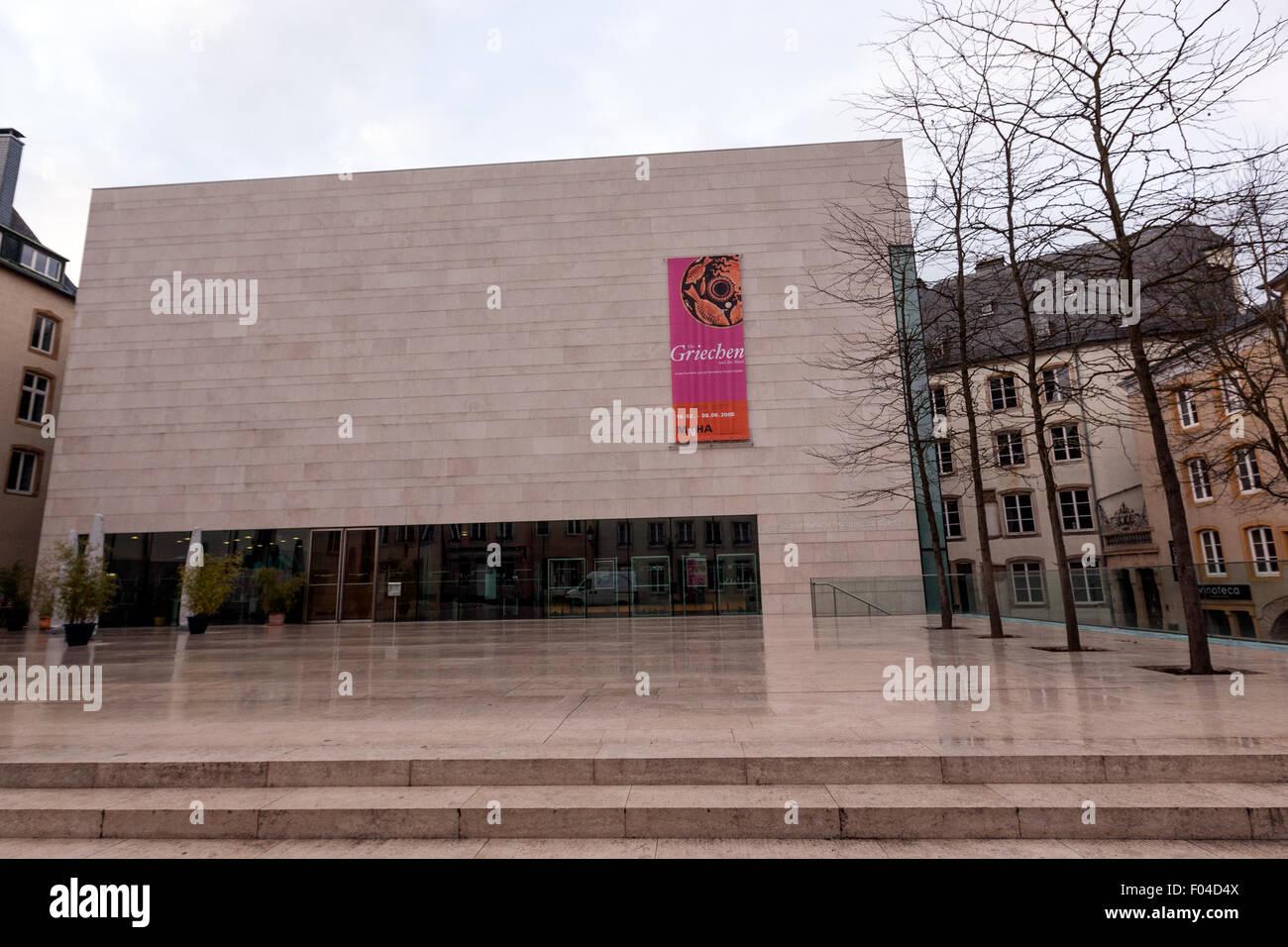Delantera del Musée national d'histoire et d'art Luxemburgo (MNHA), edificio diseñado por Christian Bauer et Associés, Foto de stock