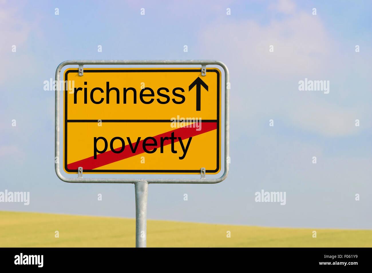 Ciudad signo amarillo con el texto 'pobreza riqueza' Imagen De Stock