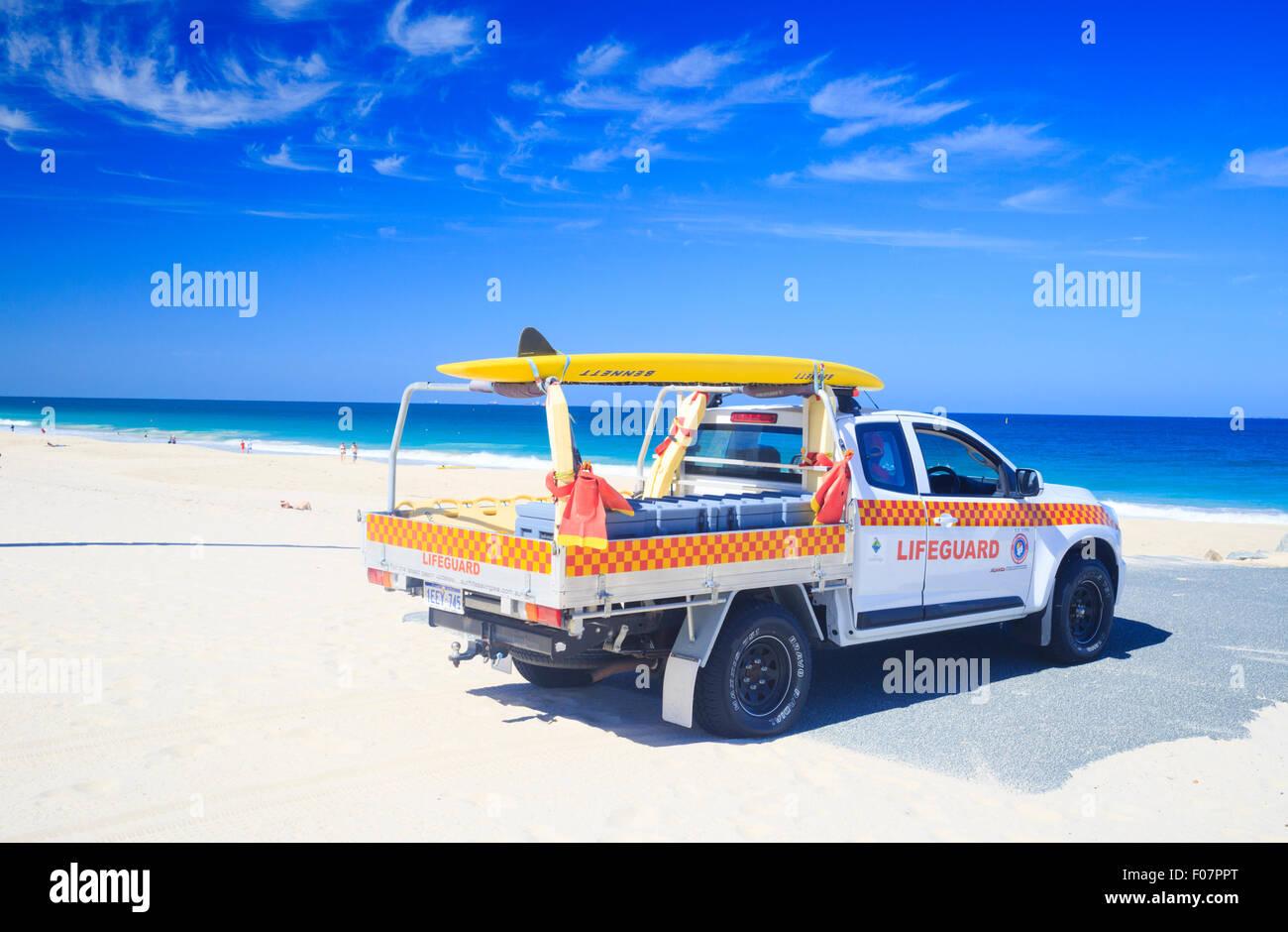 Servicio de Guardavidas australiano vehículo 4WD en la playa. Playa de la ciudad de Perth, Australia Occidental, Imagen De Stock