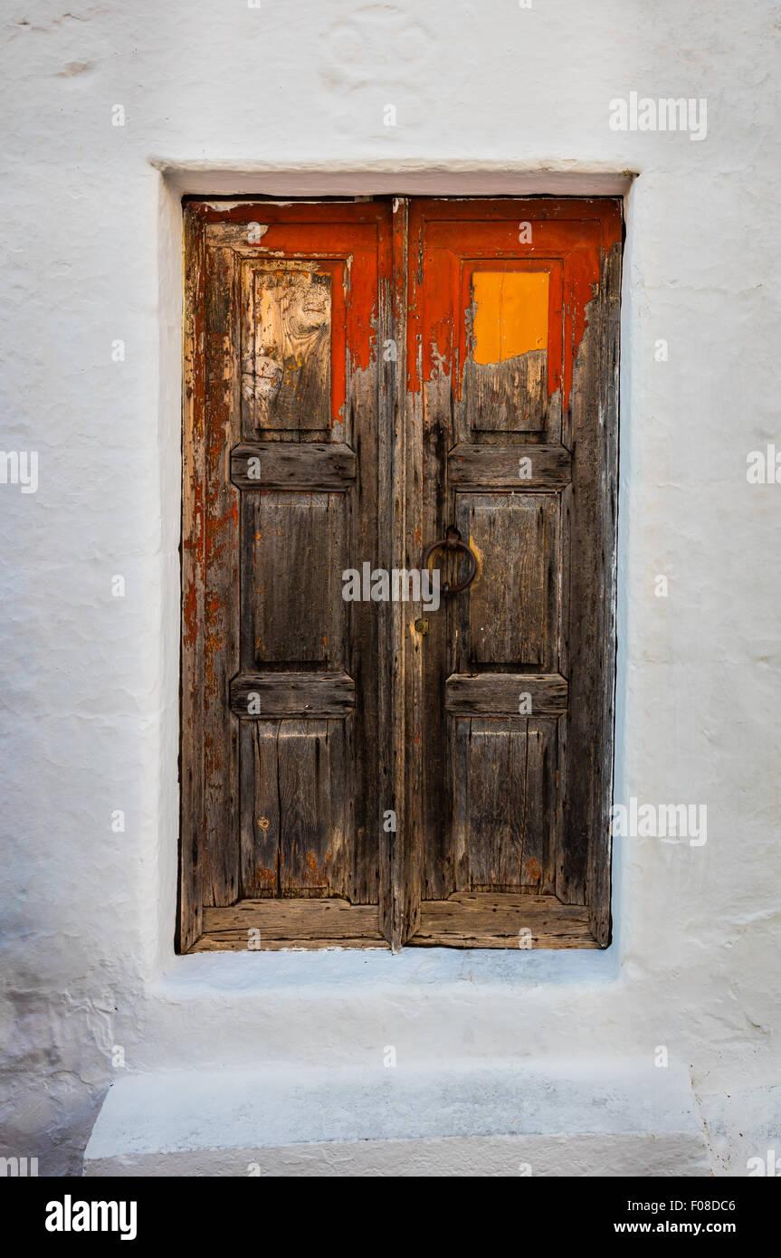 Antigua puerta de la ciudad de Chora en la isla de Patmos en Grecia. Imagen De Stock