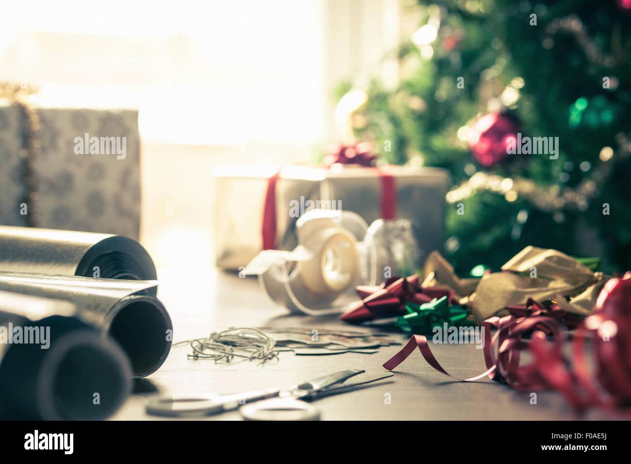 Navidad de papel de envolver y cintas Imagen De Stock