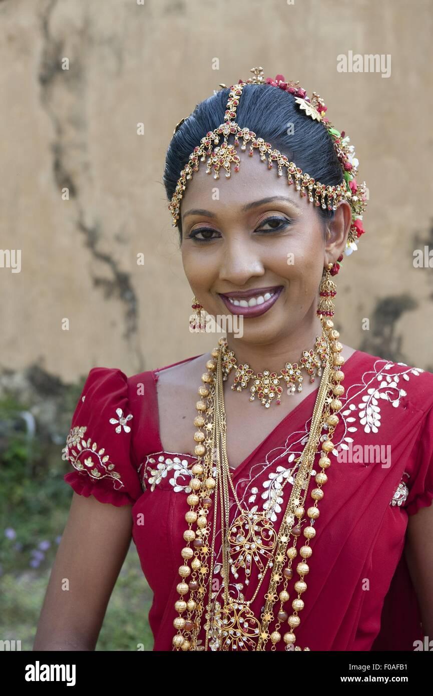 Lujoso Vestidos De Boda De Sri Lanka Patrón - Ideas de Vestidos de ...