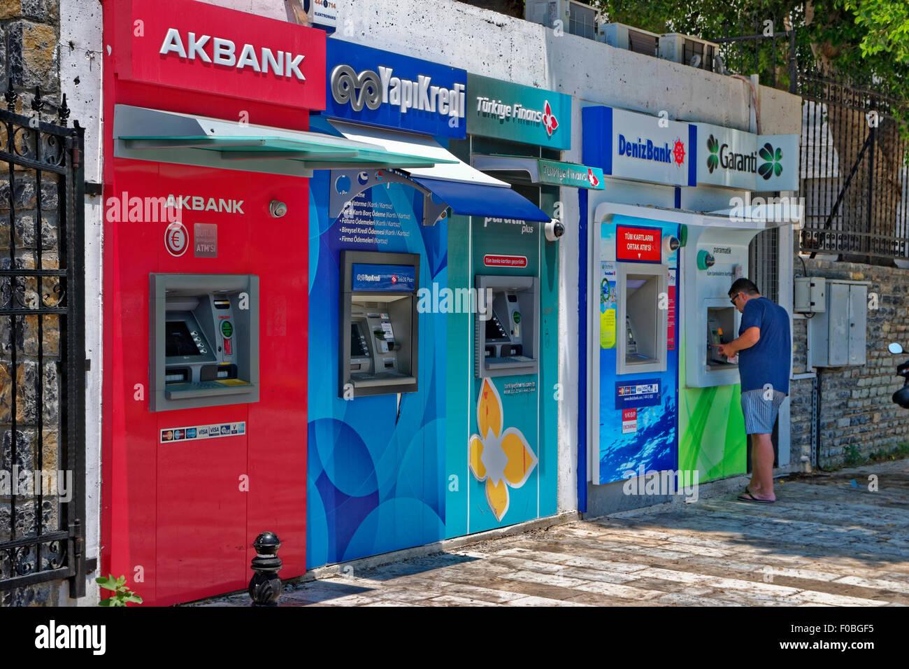 Fila de cajeros automáticos de Bodrum en Turquía. Imagen De Stock