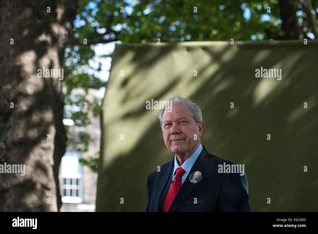 El político escocés, Jim Sillars, presentándose en el Festival Internacional del Libro de Edimburgo. Imagen De Stock