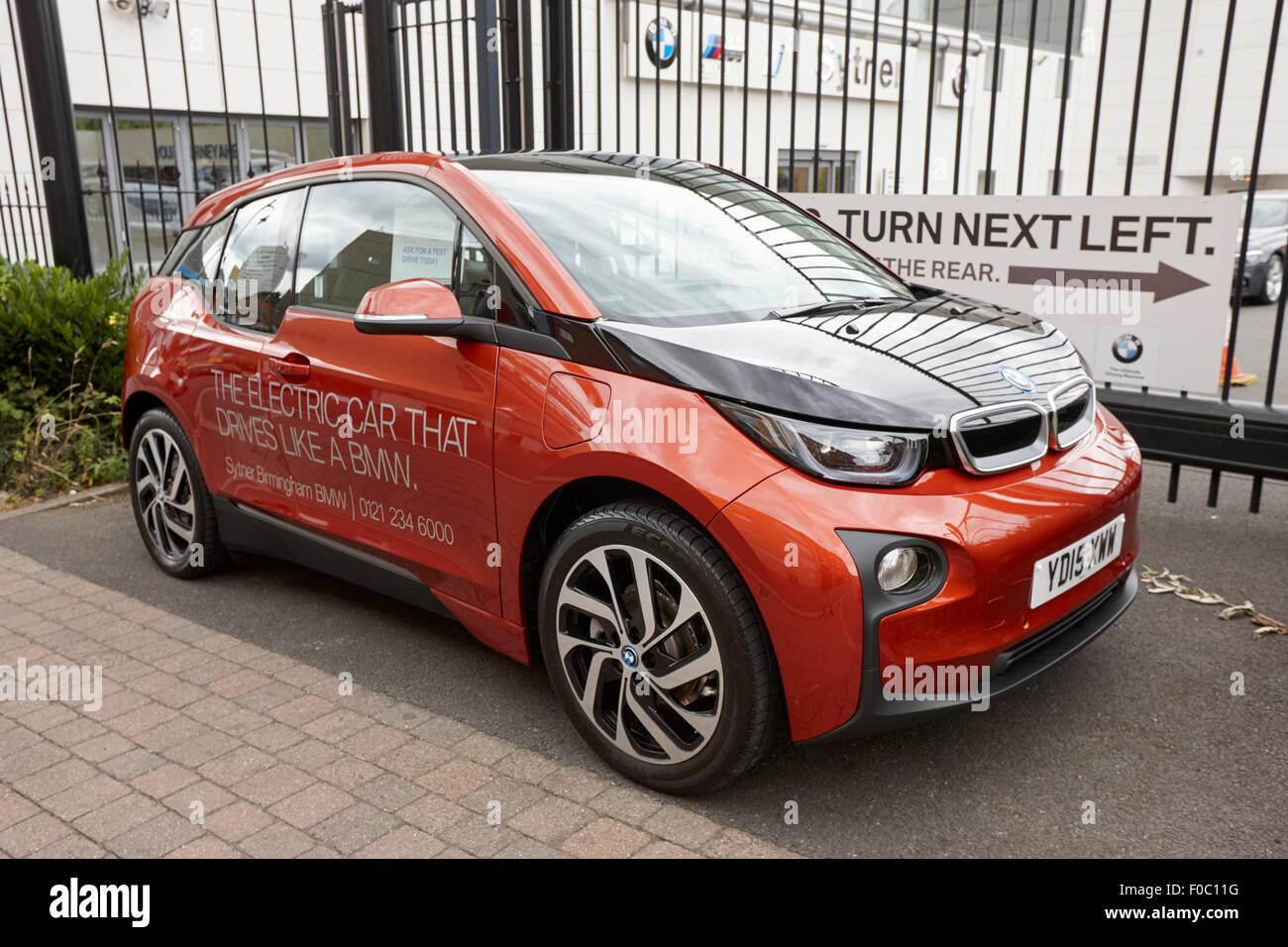 BMW i3 coche eléctrico en la pantalla a los concesionarios de automóviles, Birmingham, Reino Unido Imagen De Stock