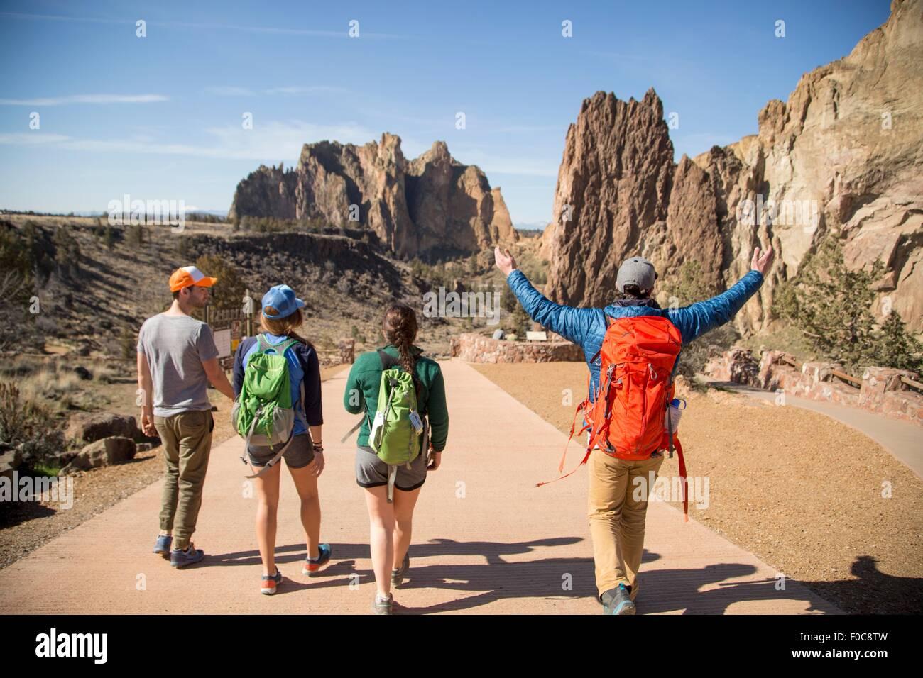 Mochileros en vacaciones, Smith Rock State Park, Oregón Imagen De Stock