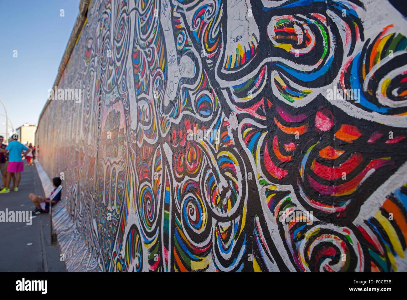 East Side Gallery street art, el muro de Berlín, la Muhlenstrasse Foto de stock