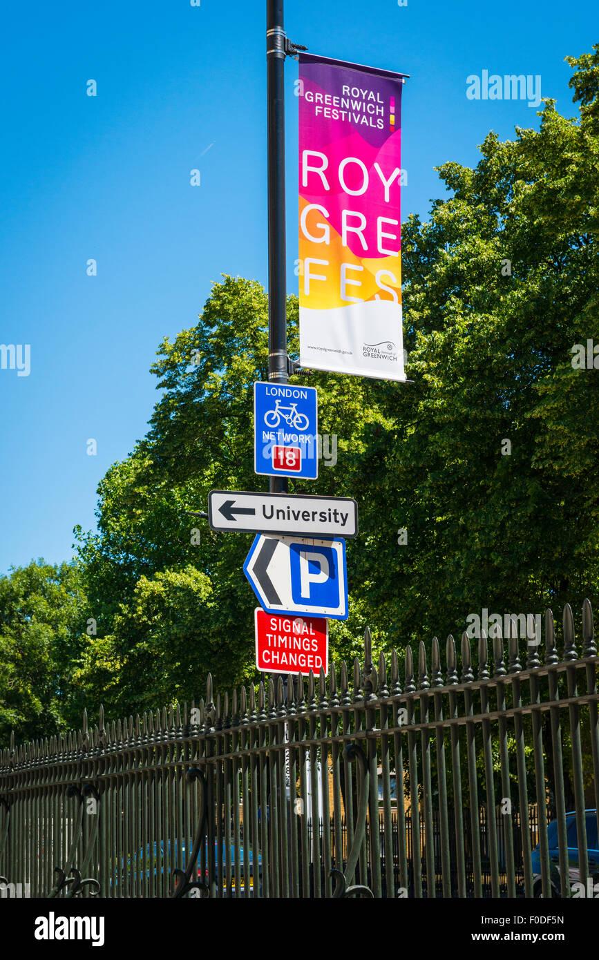 Southbank de Londres Greenwich varios signo cartel Festival Universitario  de cambio de signo de estacionamiento Imagen 17194af03cbf1