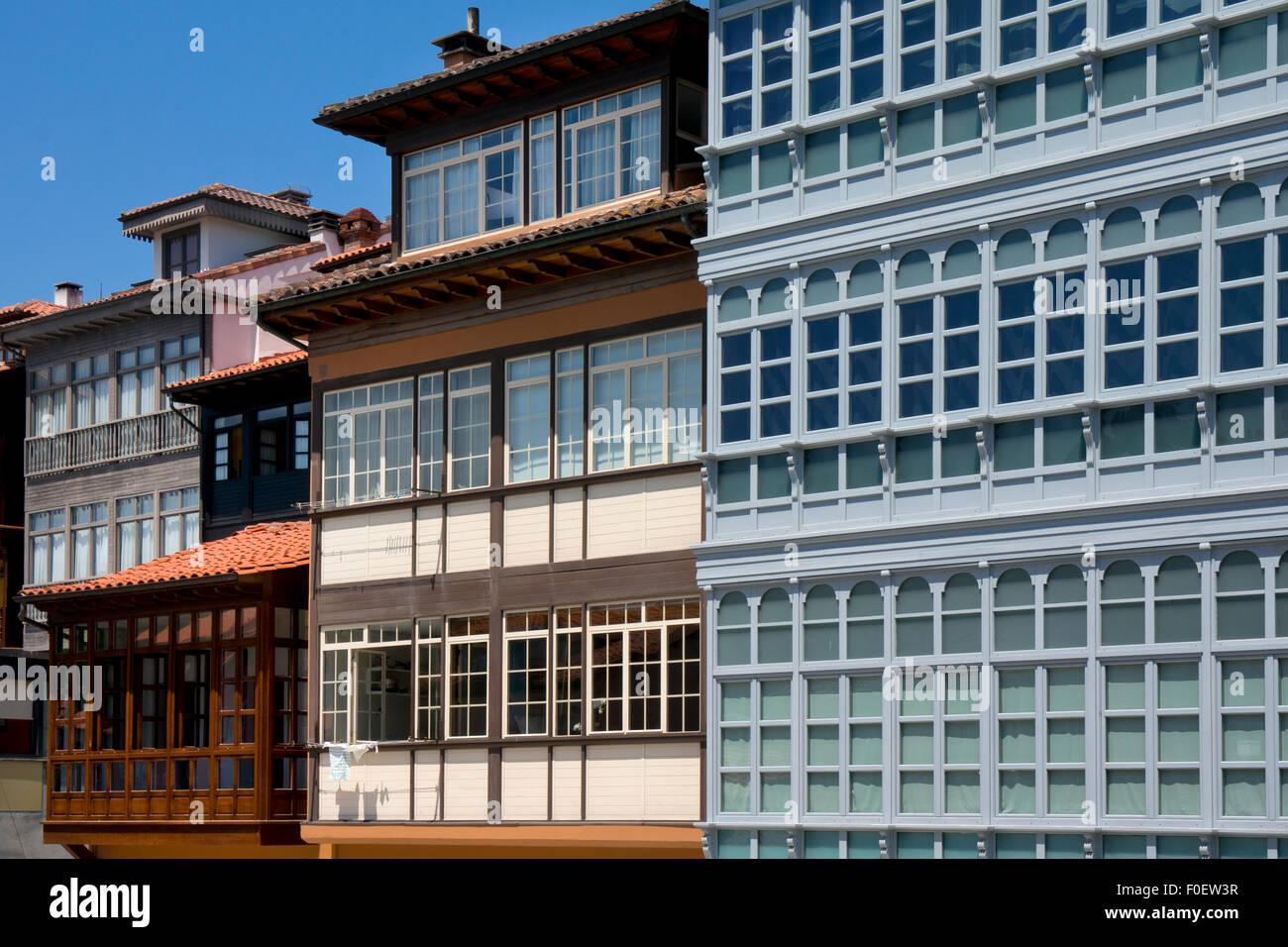La arquitectura tradicional de la región en Llanes,Asturias,en el norte de España Imagen De Stock