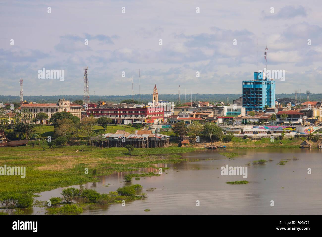 Iquitos desde el aire sobre el Río Amazonas, importantes edificios, 'El Boulevard y la llanura de la Amazonía Imagen De Stock