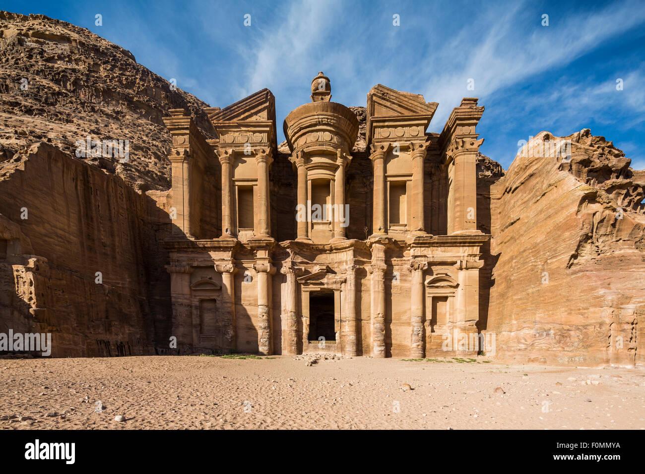 El Deir, el Monasterio, Petra, Jordania. Imagen De Stock