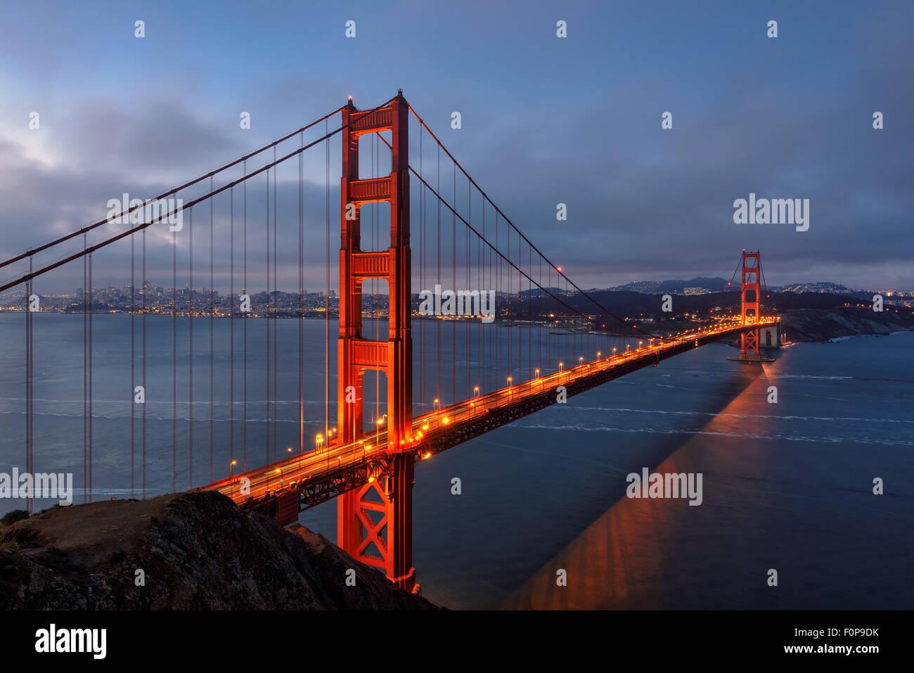 Famoso Puente Golden Gate, en San Francisco, por la mañana, EE.UU. Imagen De Stock