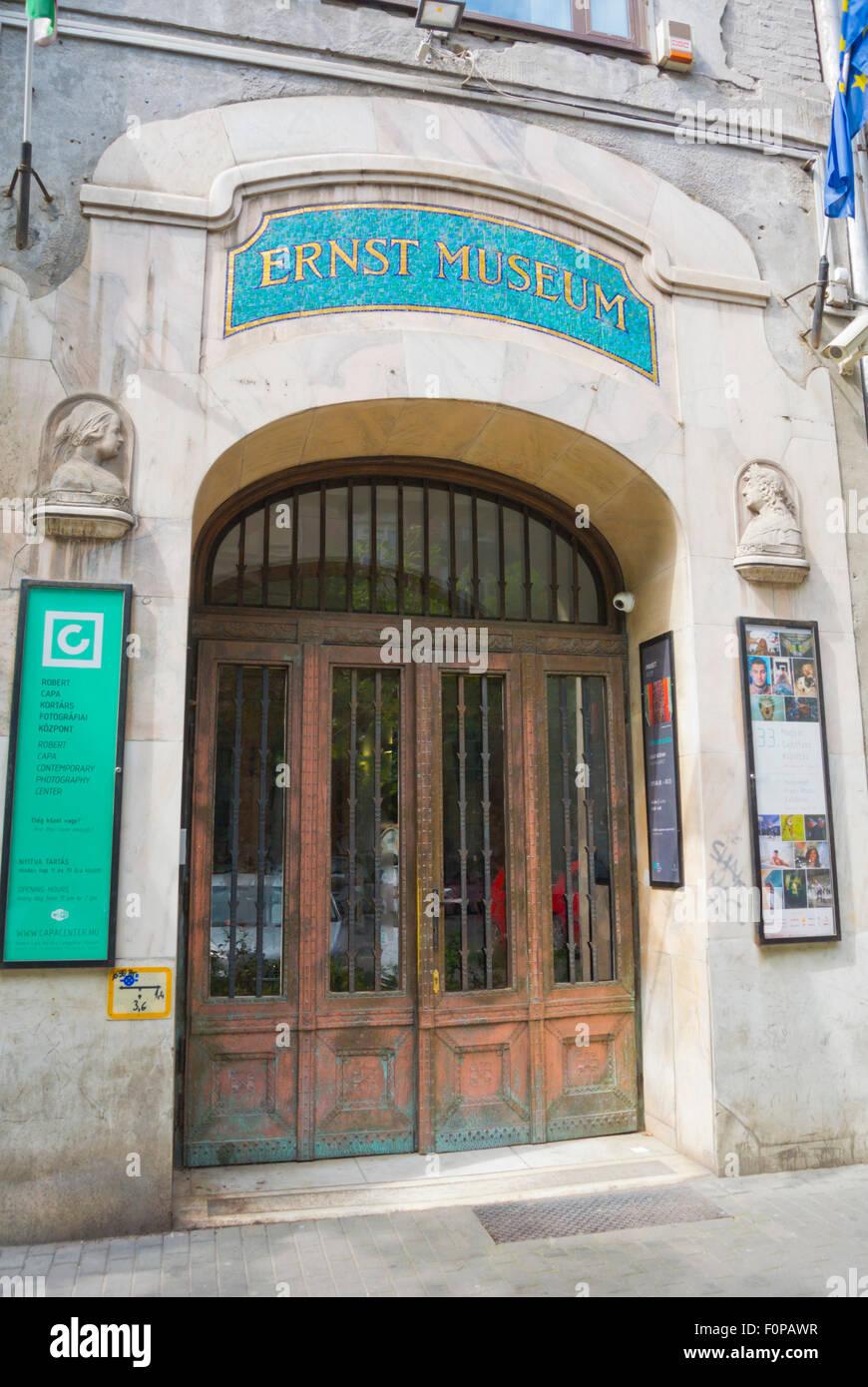 Ernst Museum, Robert Capa, el museo, el centro de Pest, en Budapest, Hungría, Europa Foto de stock