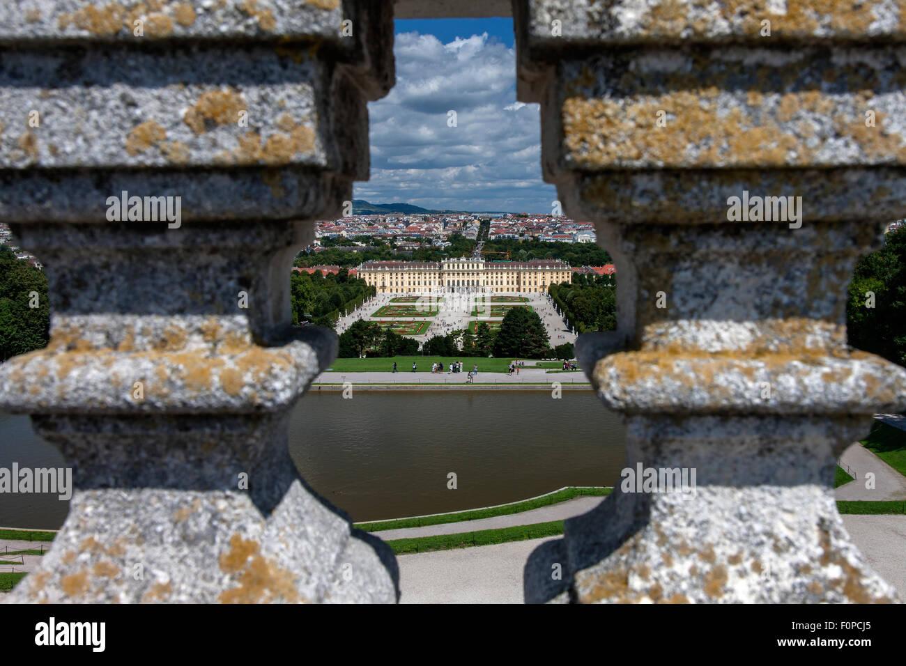 Gloriette edificio en los jardines del palacio Schloss Schönbrunn Palace, Sitio del Patrimonio Mundial de la UNESCO, celebrada en Viena, Austria, Europa Foto de stock