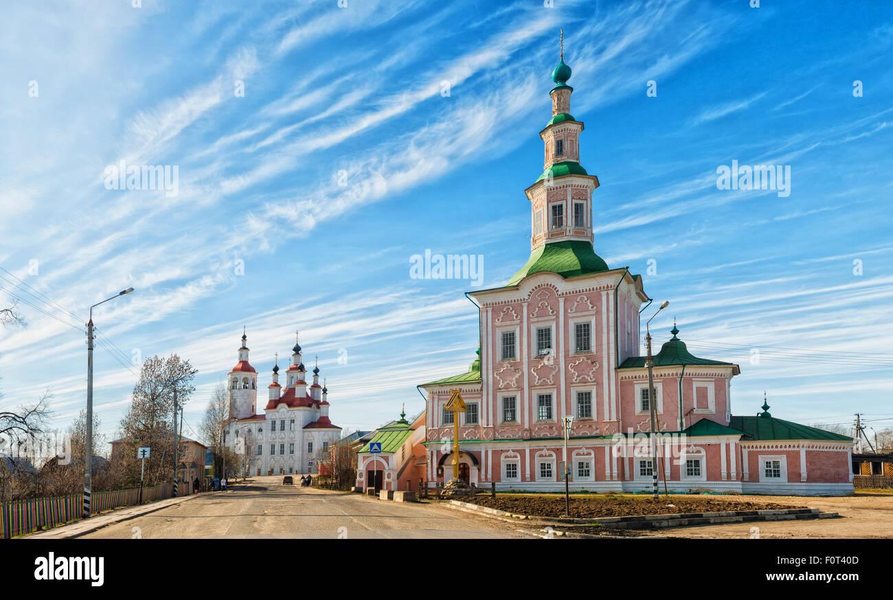 Iglesia de la ciudad de Tot'ma un día claro y soleado. Región de Vologda. Rusia Imagen De Stock