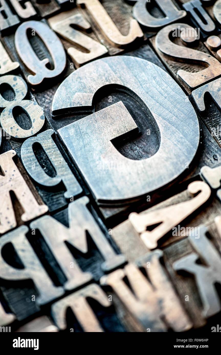 Madera números y letras del alfabeto tipográfico Imagen De Stock