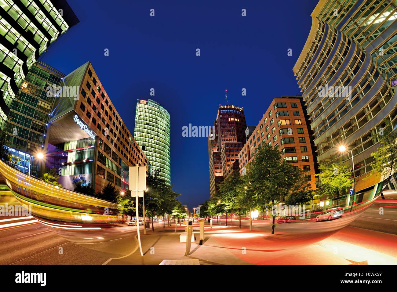 Alemania, Berlín: Arquitectura contemporánea en la Potsdamer Platz de noche Imagen De Stock