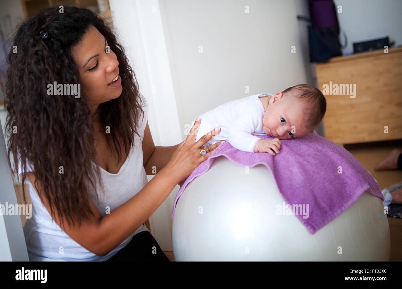 Recibiendo el masaje infantil Imagen De Stock