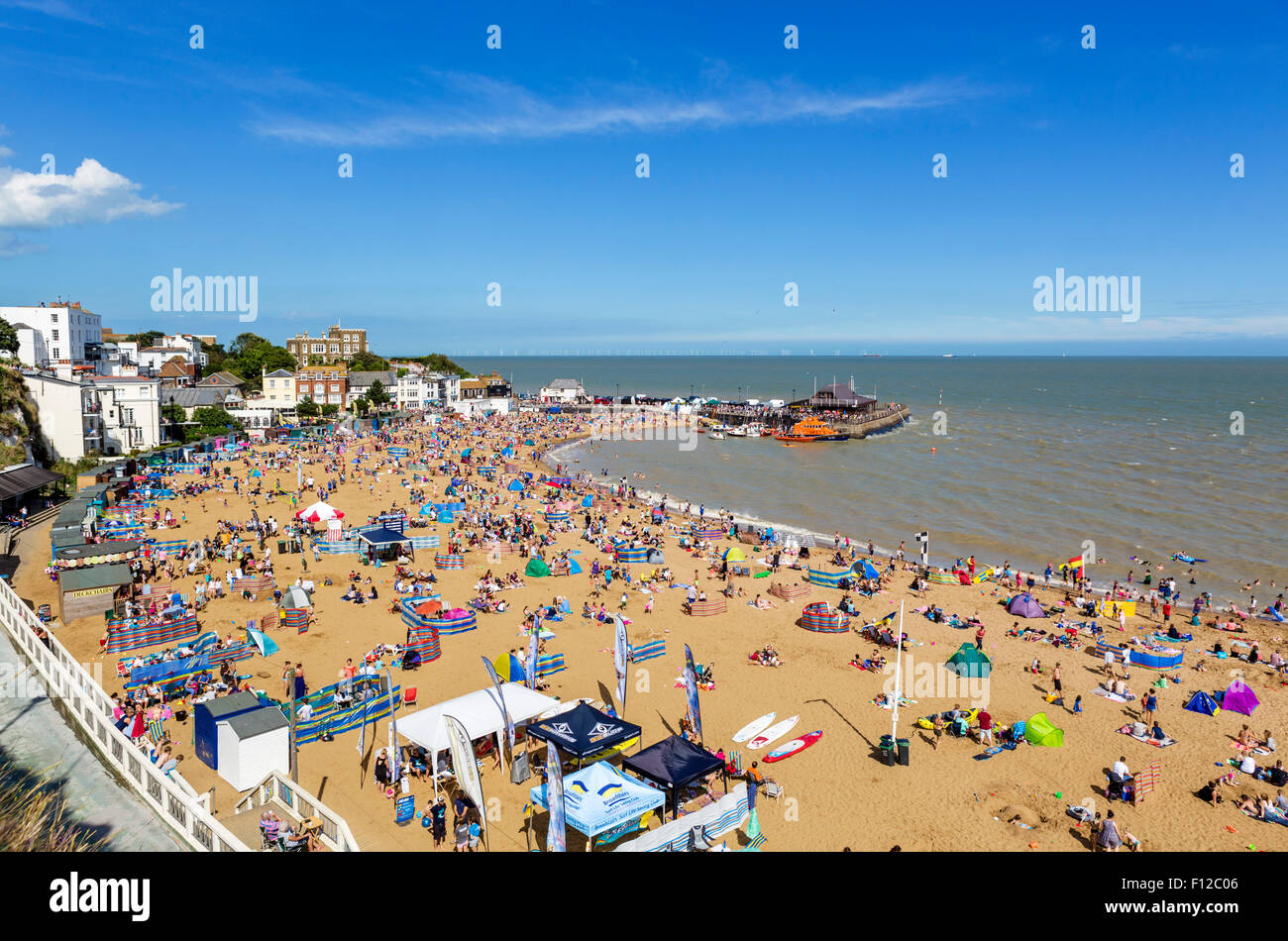 La playa en Broadstairs, Kent, Inglaterra, Reino Unido. Imagen De Stock