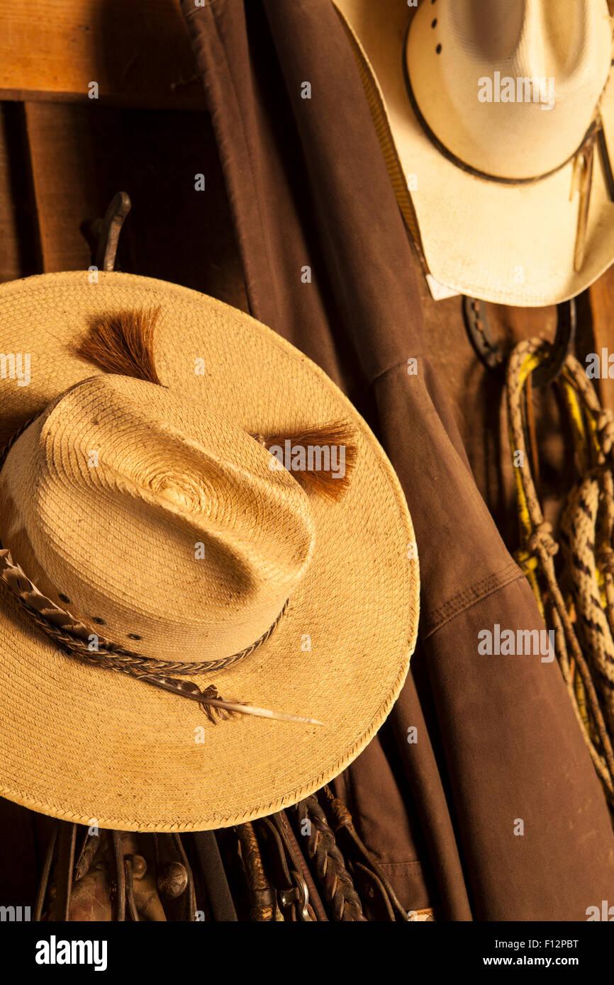 b99d131e17 Sombreros De Paja Imágenes De Stock   Sombreros De Paja Fotos De ...