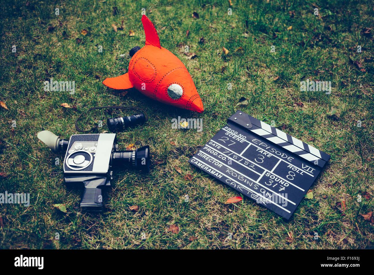 Retro Cine - Cámara de Cine, el palmero junta y rúcula Imagen De Stock