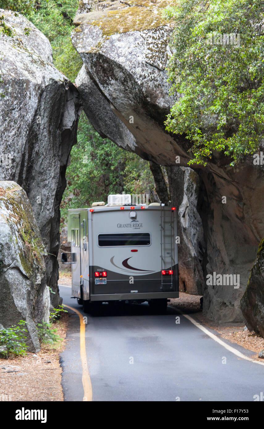 Entrando en el Parque Nacional Yosemite, California, EE.UU. Foto de stock