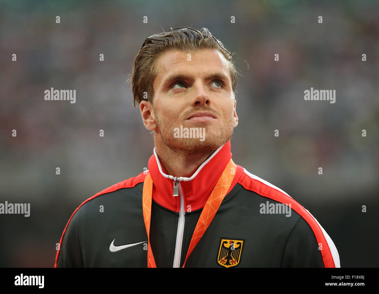 Beijing, China. 30 Aug, 2015. Medallista de bronce Rico Freimuth de Alemania se observa durante la ceremonia de Foto de stock
