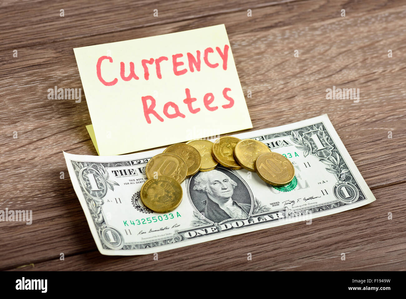 Los tipos de cambio de las divisas. Ahora 70 rublo ruso por 1 dólar americano Foto de stock