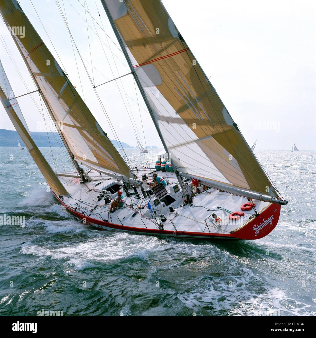 AJAXNETPHOTO. 1989. SOLENT, Inglaterra. FASTNET RACE 1989 - Steinlager II / SKIPPER : Peter Blake (NZL) de las agujas. Imagen De Stock