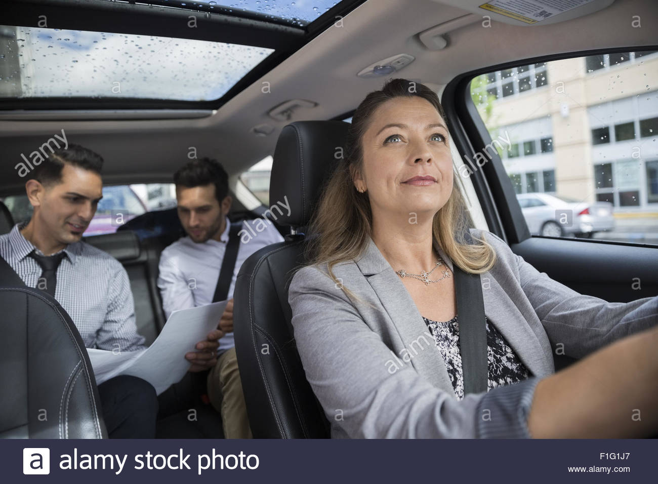 Gente de negocios compartir coche en coche Imagen De Stock