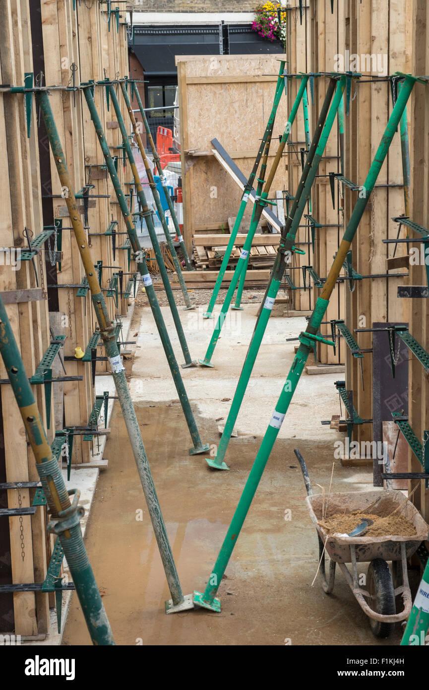 Encofrados para hormigón preparado verter durante la construcción del nuevo edificio Foto de stock