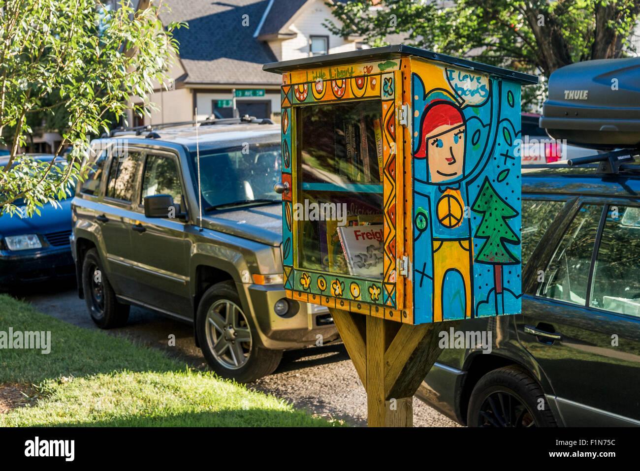 Pequeña biblioteca libre cuadro Libro, Calgary, Alberta, Canadá Imagen De Stock