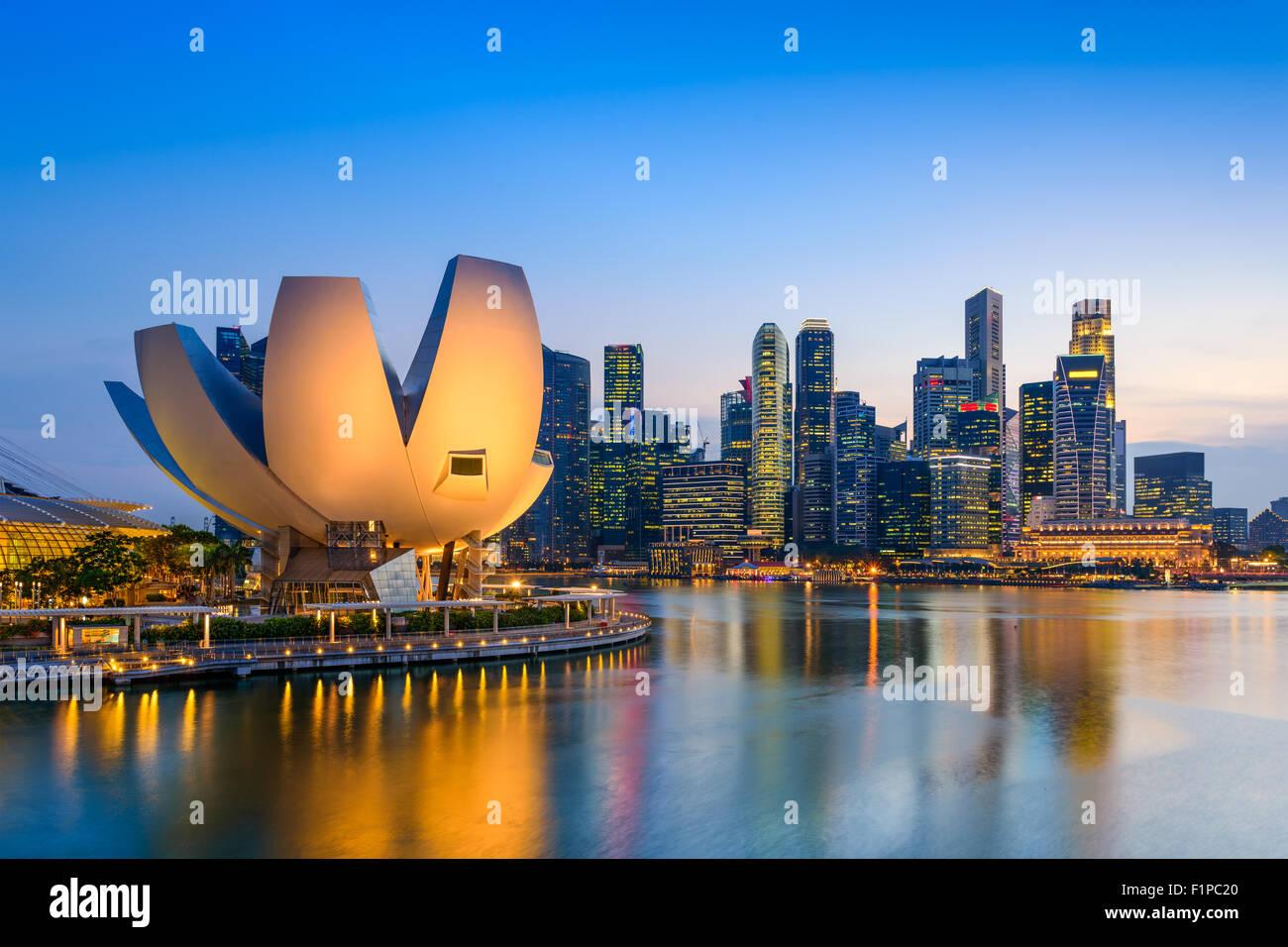 Singapur en el horizonte de la Bahía de Marina. Foto de stock
