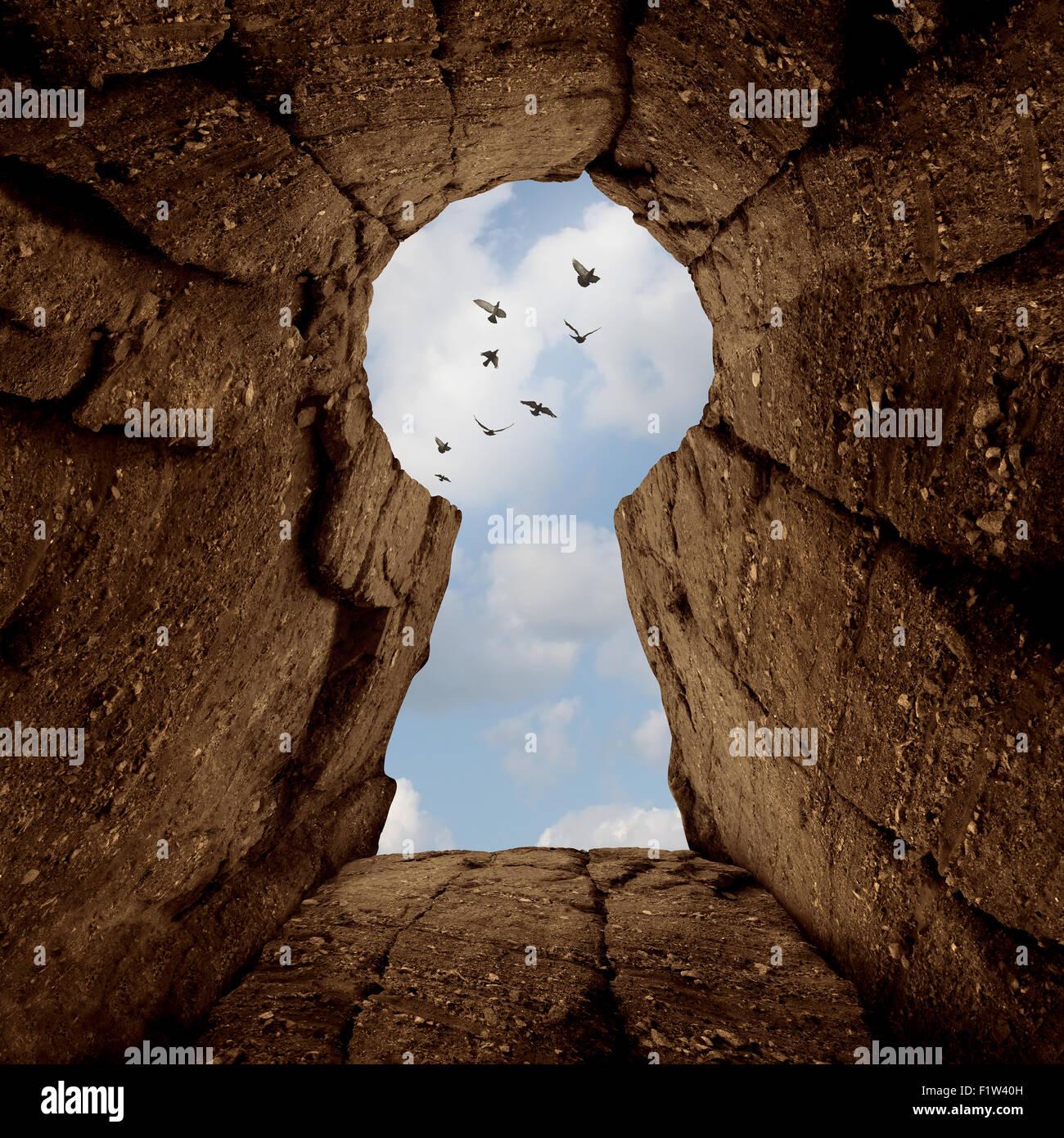 Concepto de apertura clave y el secreto del éxito como una montaña ciff símbolo con forma de ojo Imagen De Stock