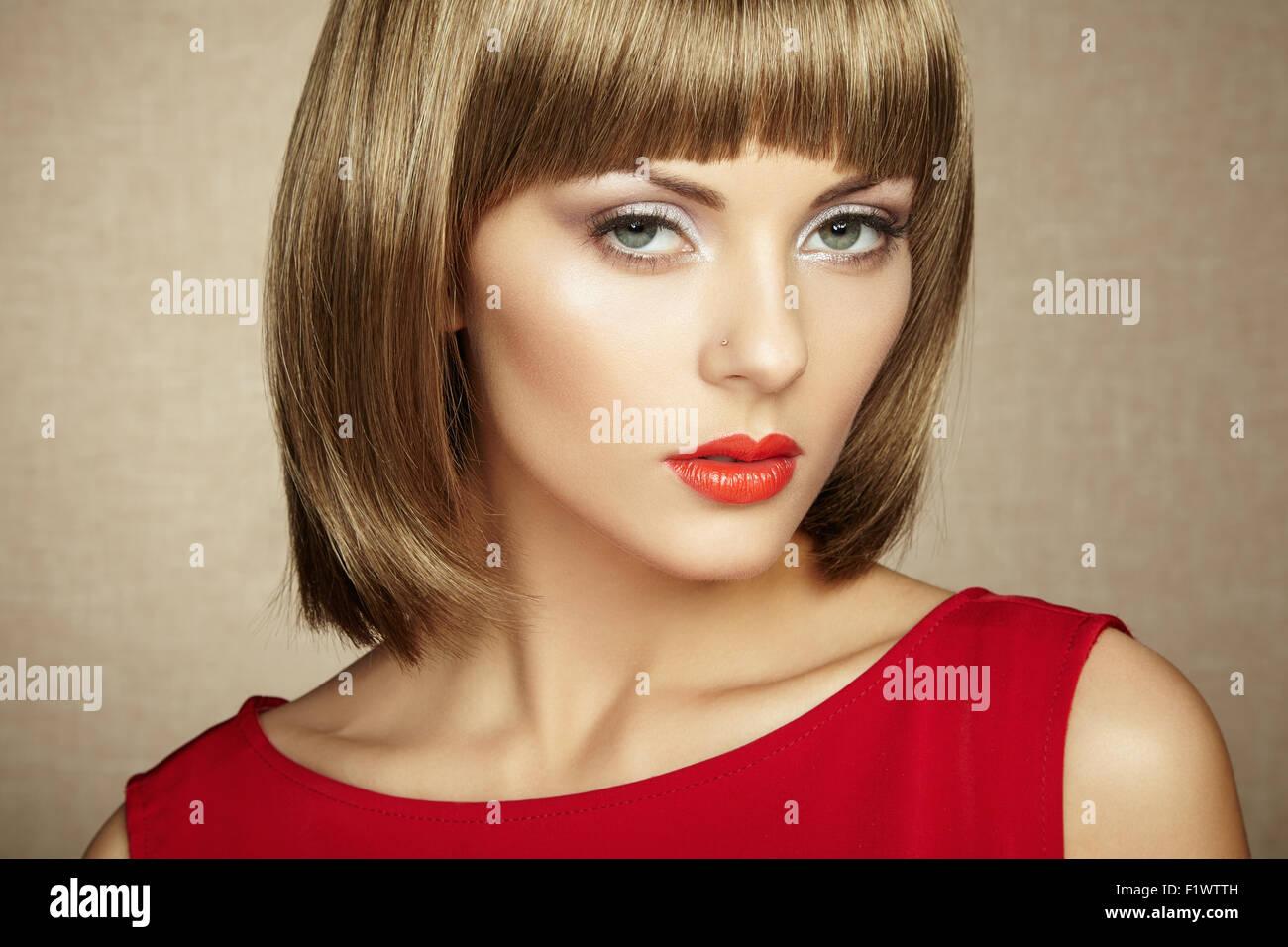 Retrato De Hermosa Mujer Sensual Con Elegante Estilo De Peinado
